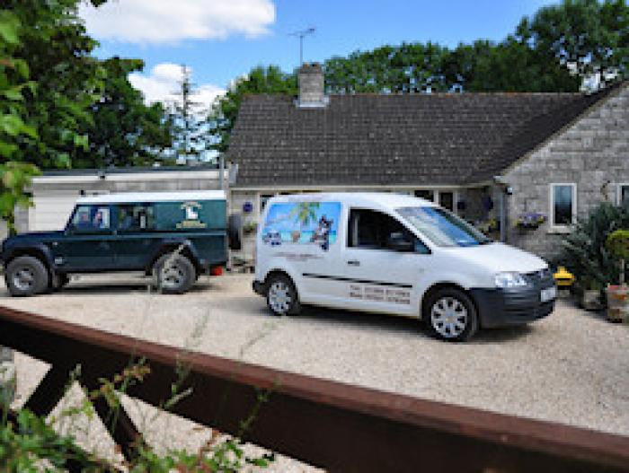 Droveway Kennels Taxis 300x200
